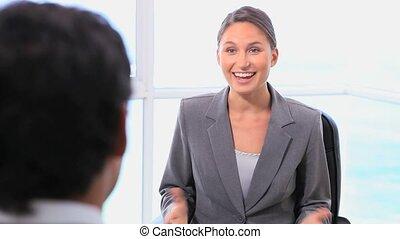 επιχειρηματίαs γυναίκα , χειραψία , ευγνόμων , αναθέτω