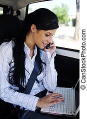επιχειρηματίαs γυναίκα , laptop , αυτοκίνητο , επιχείρηση , travel:
