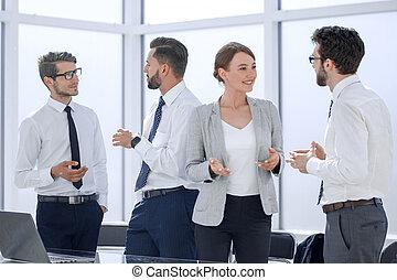 εργαζόμενος , εταιρεία , κουβεντιάζω , χώρος εργασίας