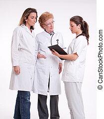 εργαζόμενος , ιατρικός εργάζομαι αρμονικά με