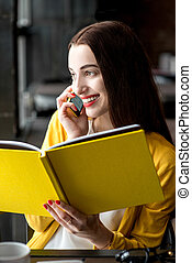 ευκίνητος τηλέφωνο , γυναίκα , βιβλίο