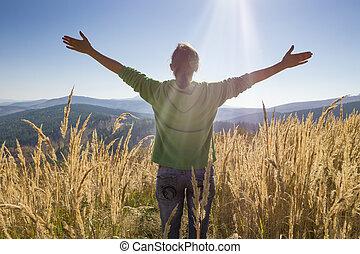 ευτυχισμένος , αναμμένος άρθρο βουνήσιος