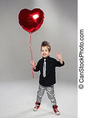 ευτυχισμένος , μικρό , αγόρι , με , αριστερός αγάπη , balloon, επάνω , ένα , ελαφρείς , φόντο