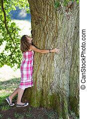 εφηβικής ηλικίας , δέντρο , κορίτσι , αγκαλιά