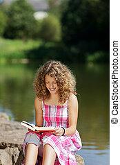 εφηβικής ηλικίας , διάβασμα , λίμνη , κορίτσι