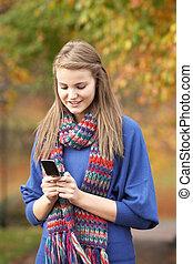 εφηβικής ηλικίας , κινητός , φθινόπωρο , τηλεφωνική κλήση , κατασκευή , κορίτσι , τοπίο
