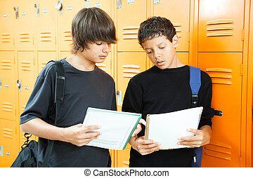 εφηβική ηλικία αγόρι , σχολική εργασία στο σπίτι , είμαι εφάμιλλος