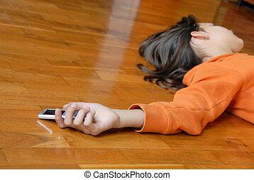 εφηβική ηλικία δεσποινάριο , κειμένος , πάτωμα