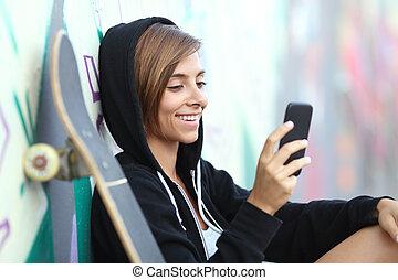 εφηβική ηλικία , νέος , τηλέφωνο , παγοδρόμος , χρησιμοποιώνταs , κορίτσι , κομψός , ευτυχισμένος
