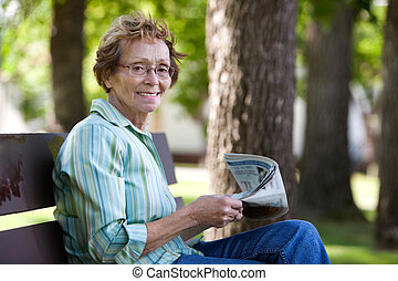 εφημερίδα , γυναίκα , πάρκο , διάβασμα