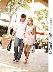 ζευγάρι , απολαμβάνω , αγοράζω από καταστήματα αλαφροπατώ , μαζί