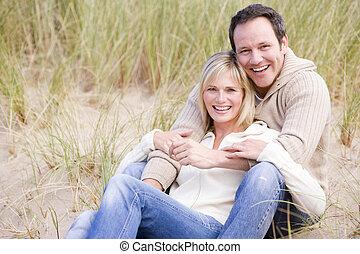 ζευγάρι , βαρύνω αναμμένος ακρογιαλιά , χαμογελαστά