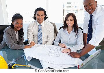ζεύγος ζώων , επιχείρηση , εργαζόμενος , χαμογελαστά , εξέχω , δωμάτιο συναντήσεων