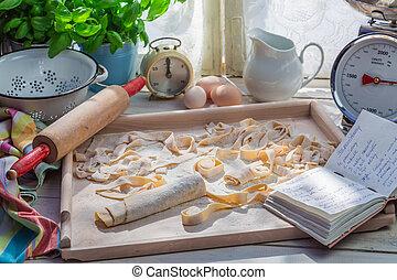 ζυμαρικά , ηλιόλουστος , σπιτικά , κουζίνα