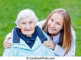 ηλικιωμένος ανατροφή