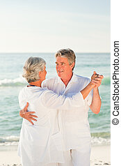 ηλικιωμένος ανδρόγυνο , χορός , στην παραλία