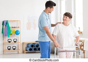 ηλικιωμένος γυναίκα , και , ανατροφή , φυσιοθεραπευτής