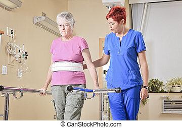 ηλικιωμένος , κυρία , με , αυτήν , φυσιοθεραπευτής , μέσα , ένα , νοσοκομείο