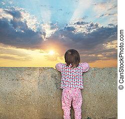 ηλιοβασίλεμα , μικρός , ουρανόs , κορίτσι