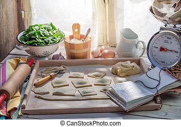 ηλιόλουστος , ραβιόλι , σπιτικά , κουζίνα
