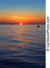 θαλασσογραφία , ανατολή , πρώτα , ήλιοs , πορτοκάλι , μέσα , μπλε , θάλασσα