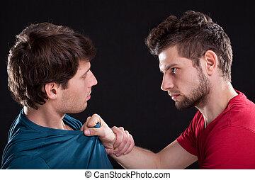 θυμωμένος , απειλητικός , άντραs