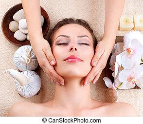 ιαματική πηγή , massage., νέα γυναίκα , αποκτώ , αναφερόμενος στο πρόσωπο κάνω μασάζ