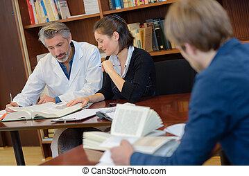 ιατρικός , δουλευτής , βιβλιοθήκη