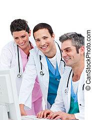 ιατρικός , ηλεκτρονικός υπολογιστής , χαμογελαστά , εργαζόμενος , ζεύγος ζώων