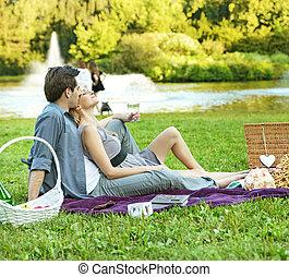 ιλαρός , ζευγάρι , πάρκο , ανακουφίζω από δυσκοιλιότητα
