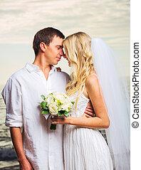 ιπποκόμος , παραλία , ρομαντικός , απλά , ζευγάρι , παντρεμένος , νύμφη , ασπασμός , νεωστί