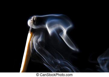 κάπνισμα , ξυλόσπιρτο