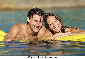 καλοκαίρι , κάνοντας μπάνιο , ανδρόγυνο άδεια , παραλία , ευτυχισμένος
