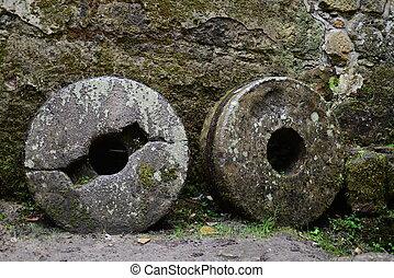 καλός , γριά , mill-stone
