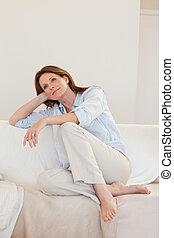 καναπέs , γυναίκα , thoughts