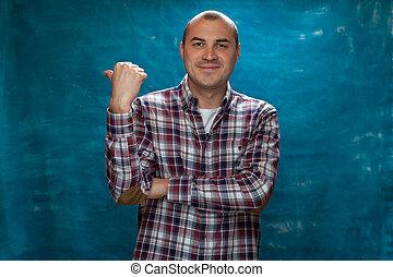 καρρώ πολύχρωμο ύφασμα πουκάμισο , θετικός , διατυπώνω , ευτυχισμένος , άντραs