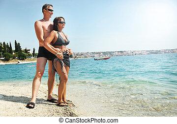 κατά την διάρκεια , ζευγάρι , ακρογιαλιά άδεια , ευτυχισμένος