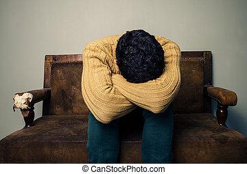 κατέθλιψα , καναπέs , άντραs , γριά , κάθονται