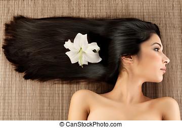 κατατομή , πορτραίτο , ιαματική πηγή , πορθμός , γκρο πλαν , νέος , κρίνο , mat., αυτήν , οριζόντιος , har , γυναίκα , μαλλιά , με γραμμές , κατεύθυνση , αυτή , hair., λουλούδι