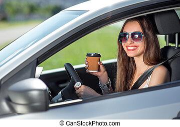 καφέs , γυναίκα , αυτήν , οδήγηση , αυτοκίνητο , νέος , χρόνος , πόσιμο