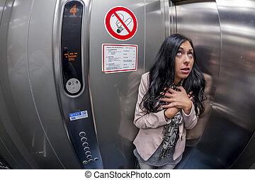κλειστοφοβία , γυναίκα , ανελκυστήρας