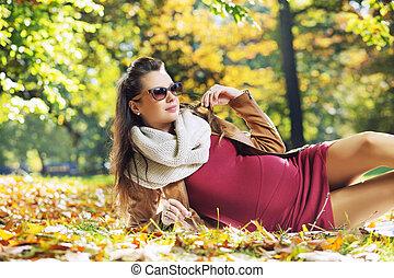 κομψός , γυναίκα , πάρκο , έγκυος