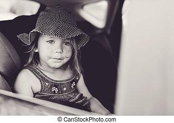 κορίτσι , αναμμένος άμαξα αυτοκίνητο