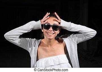κορίτσι , γυαλλιά ηλίου , νέος