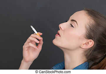 κορίτσι , καπνός , πορτραίτο , αγκομαχώ