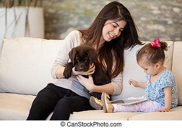 κορίτσι , κουτάβι , αυτήν , babysitting