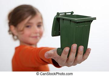 κορίτσι , κράτημα , ανακυκλώνω δοχείο