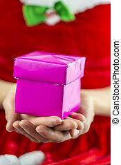 κράτημα , χριστουγεννιάτικο δώρο , κουτί