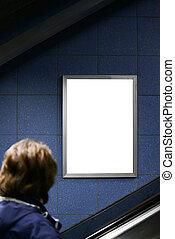 κυλιόμενη σκάλα , ατενίζω , χρόνος , κενό , πίνακαs ανακοινώσεων , ανάβαση βαθμίδα , άντραs