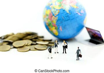 κόσμοs , concept., επιχειρηματίας , οικονομία , οικονομικός , επένδυση , θημωνιά , φόντο ,  είδος μικρού αυτοκινήτου , κέρματα , χρήματα , laptop , επιχείρηση , μινιατούρα , people: